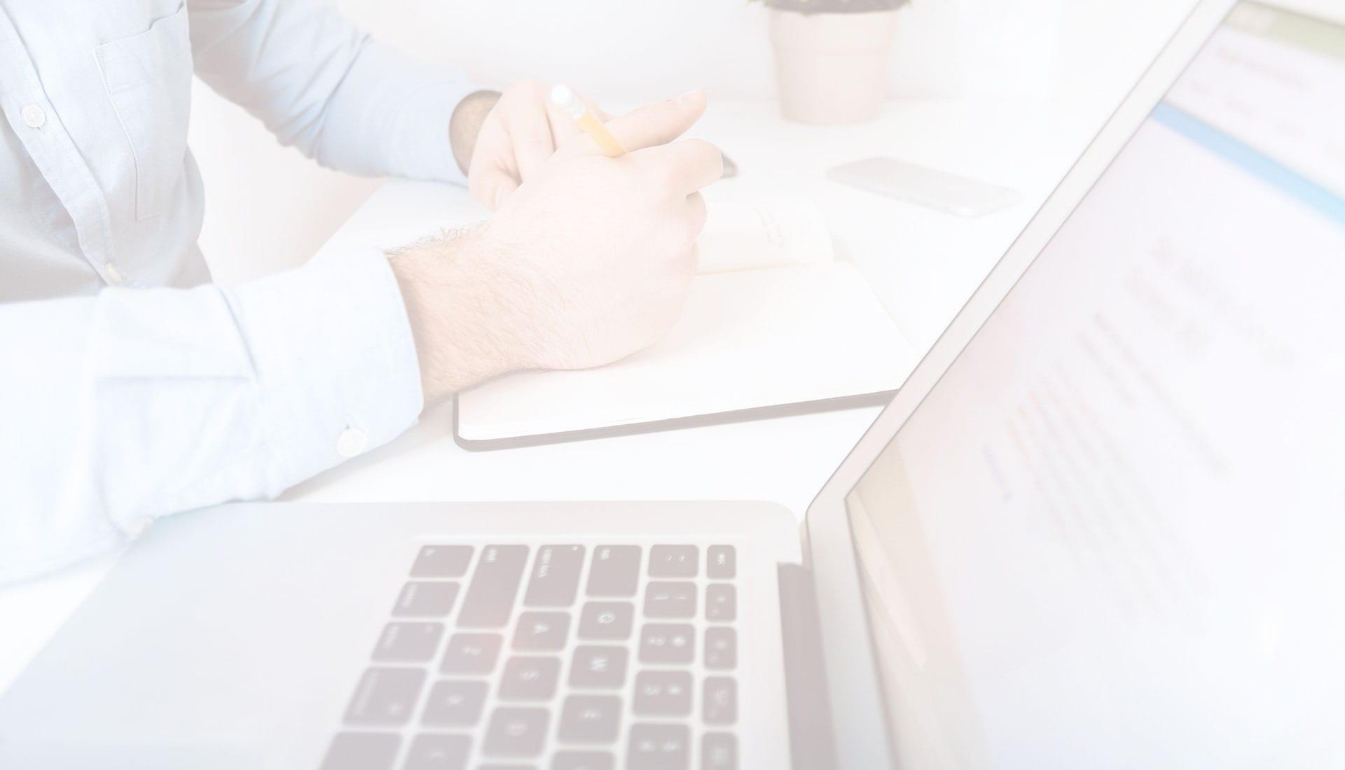 Usuario con ordenador portátil